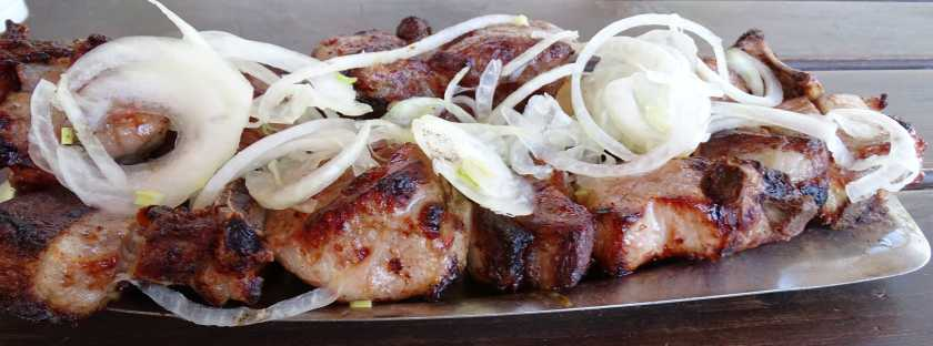 Georgische Gerichte - Mzwadi -Schweinefleisch am Spieß- Essen und Trinken