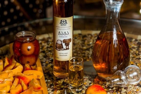 Georgische Spirituosen, Schnaps - Tschatscha
